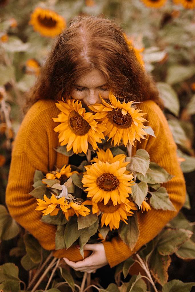 Portraitshooting im Sonnenblumenfeld in Siegen