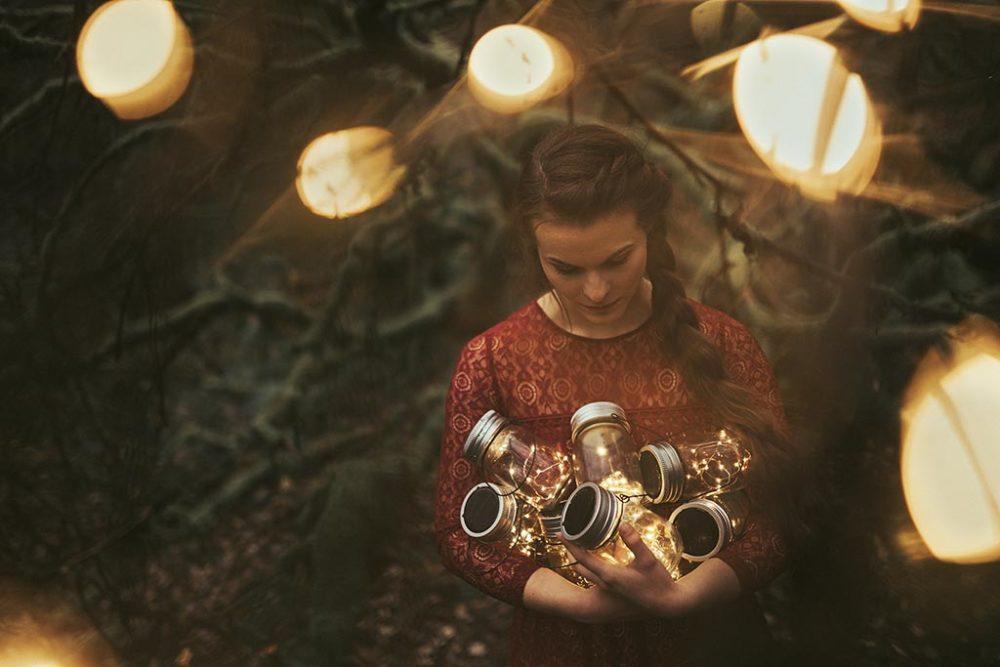 Fotoshooting im Wald mit Lampen