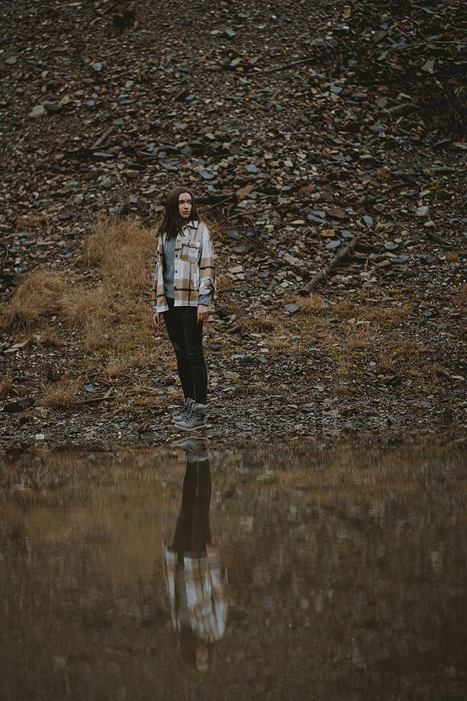 Fotoshooting am Wasser mit Spiegelung
