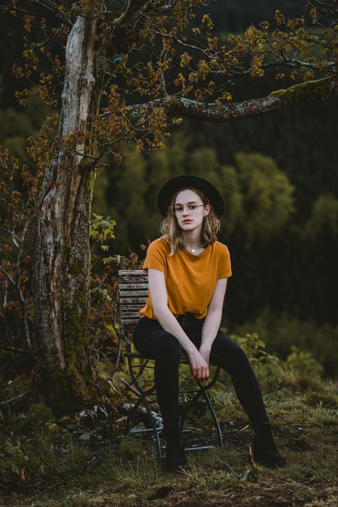 Fotoshooting im Wald mit Hut