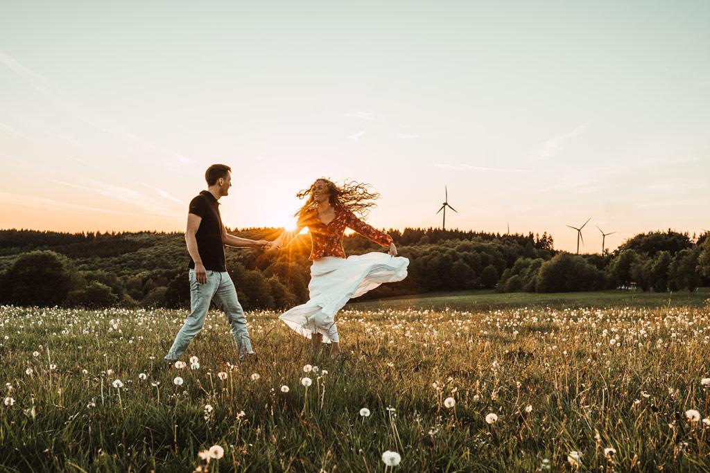 Paarfotoshooting Tanzshooting im Sonnenuntergang Siegen
