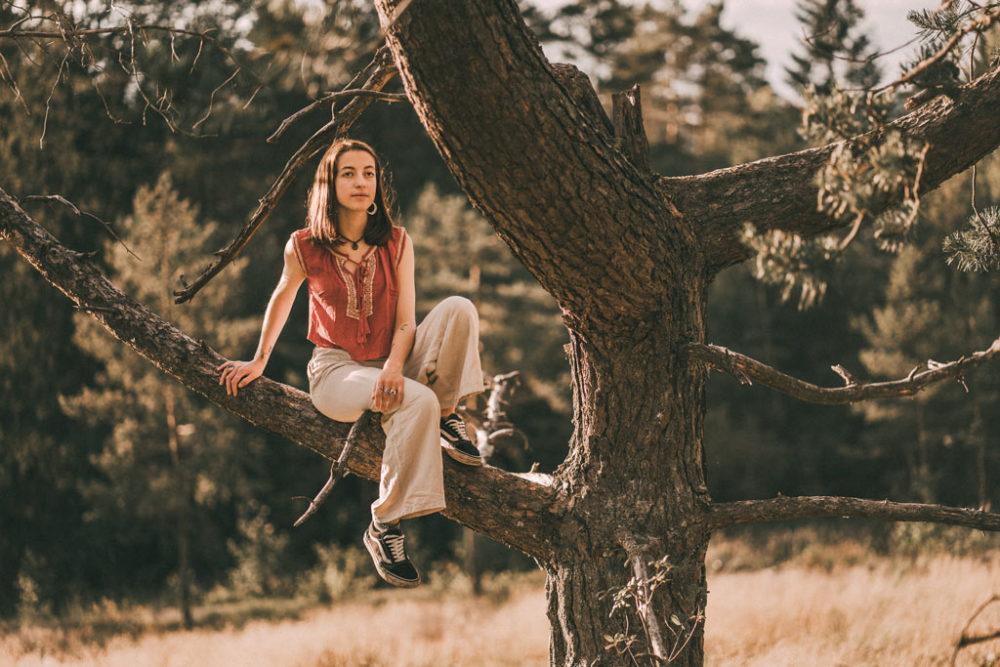 Fotoshooting mit Baum in der Natur