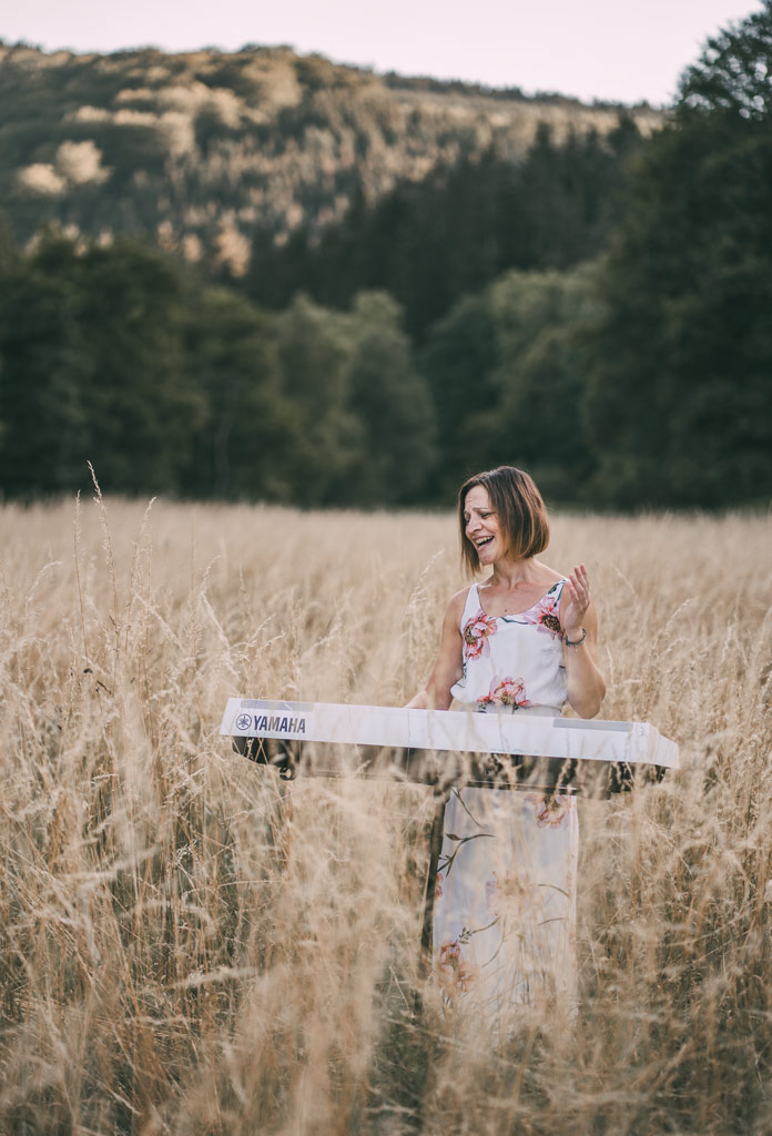 Sängerin in der Natur Fotoshooting in Siegen