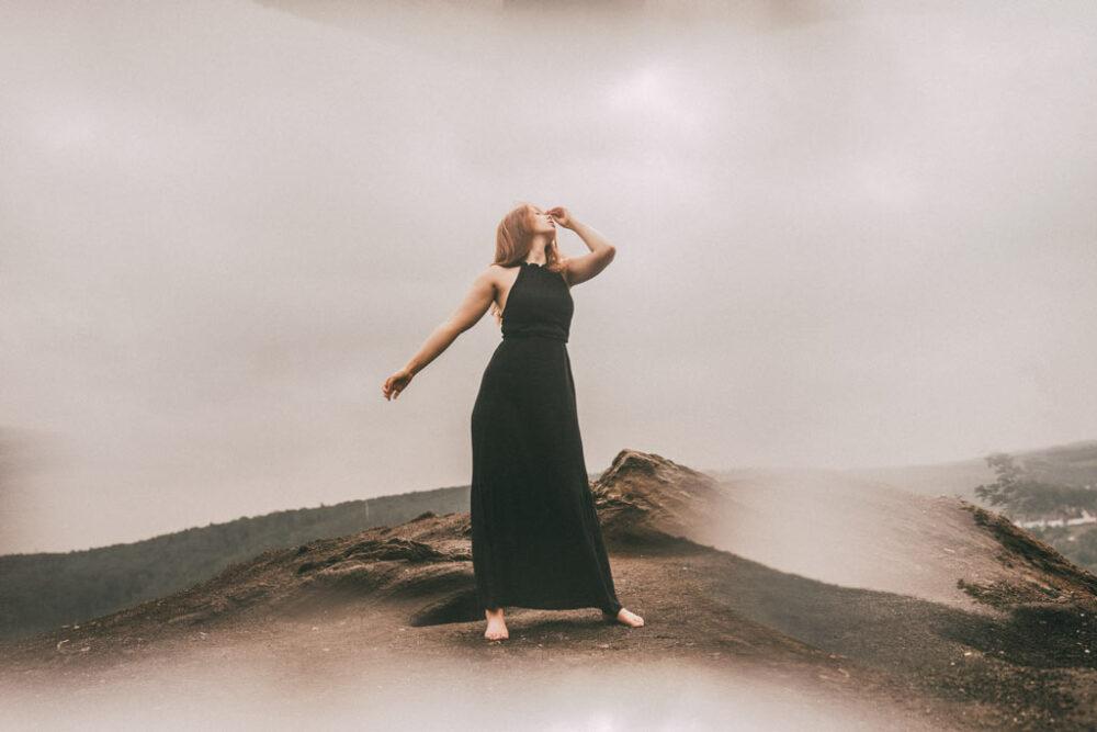 Fotoshooting im Kleid auf dem Monte Schlacko
